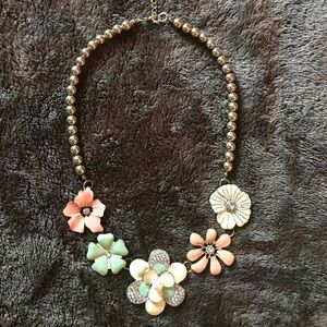Jewelry - Beautiful flower necklace